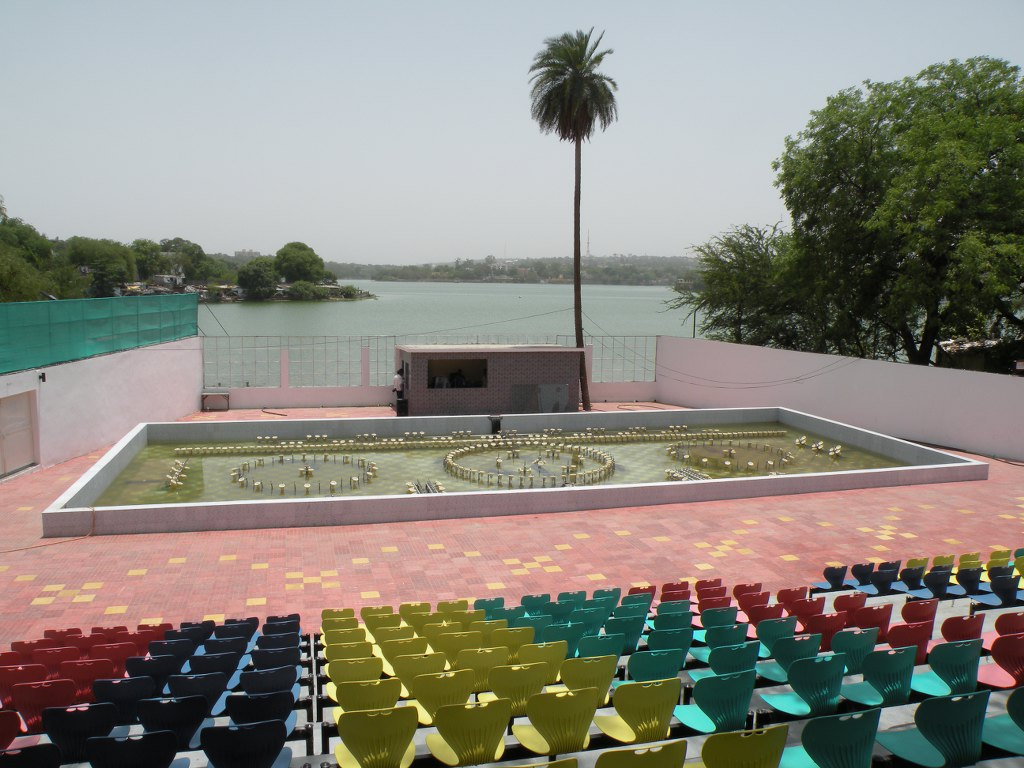 Lower lake filled by garbage, 7 crore wasted on upper lake fountain