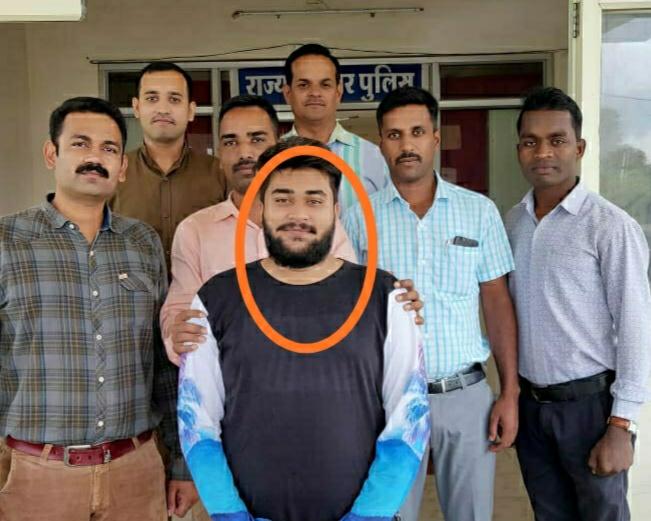 अपने ही घर में ऑनलाइन ट्रांसक्शन कर ठगी करने वाला युवक गिरफ्तार